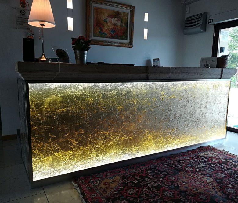 banco reception in resina