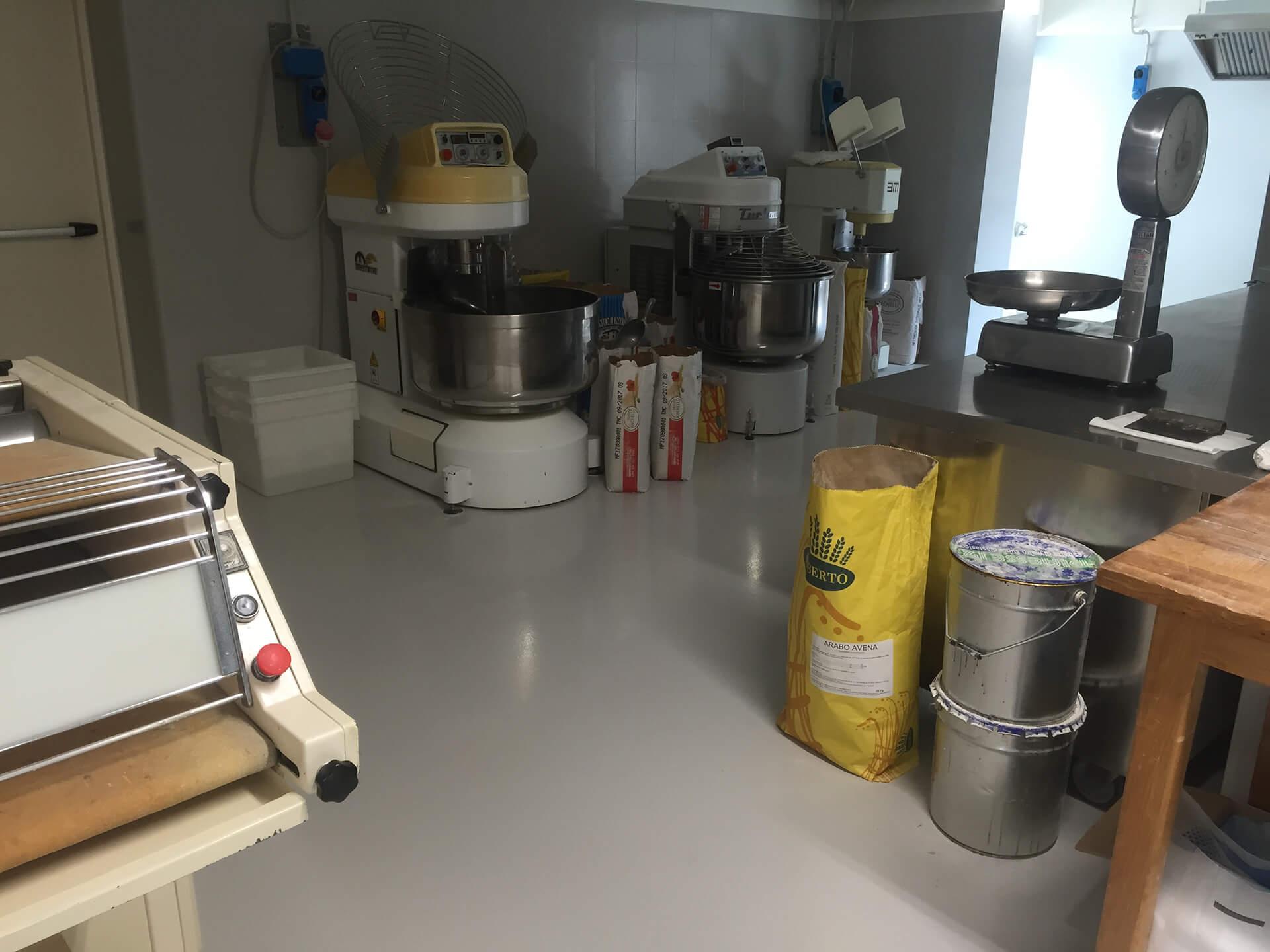 verniciatura a resina pavimento azienda alimentare