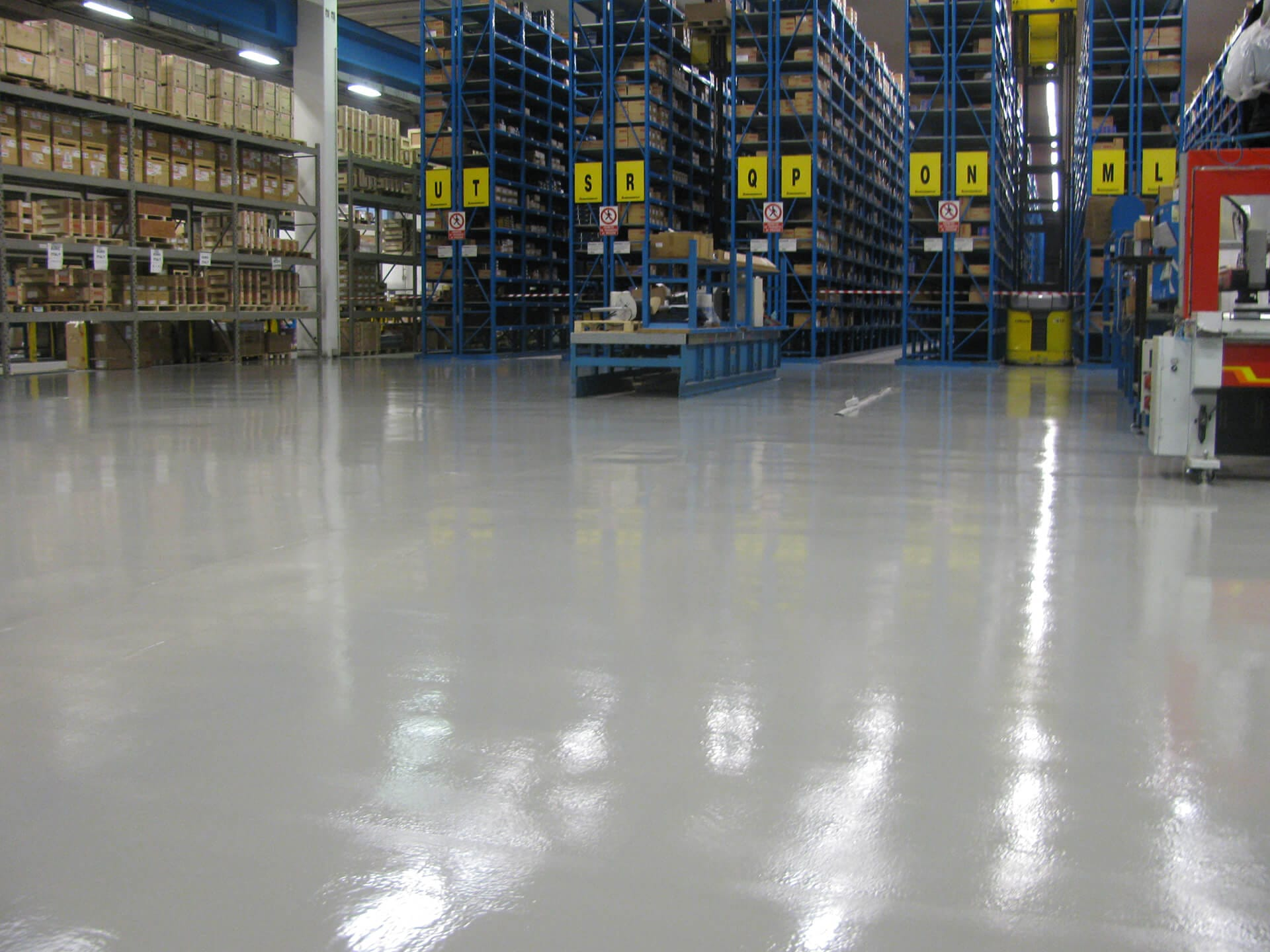 pavimento magazzino rinnovato
