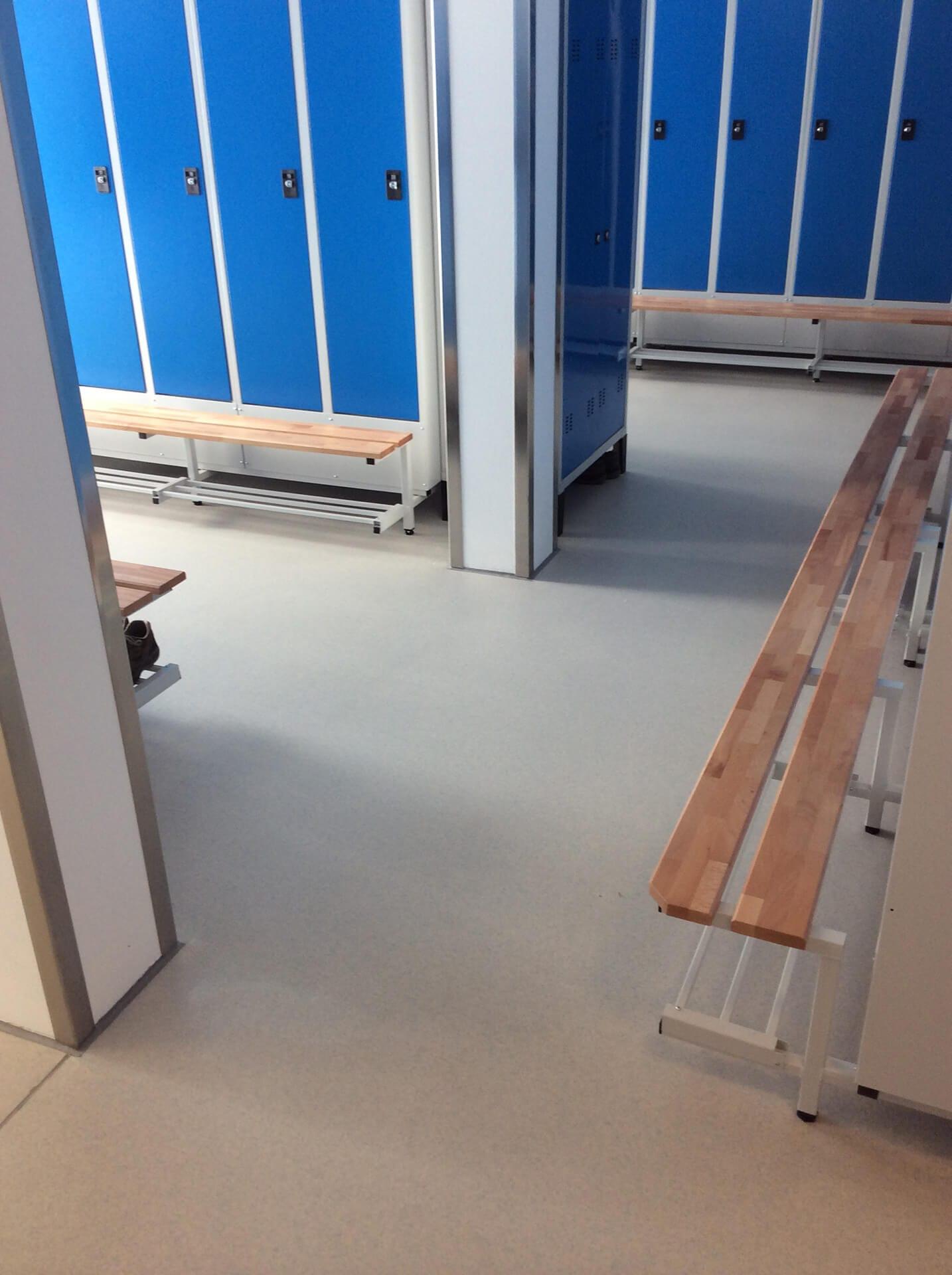 pavimento spogliatoio rinnovato con resina