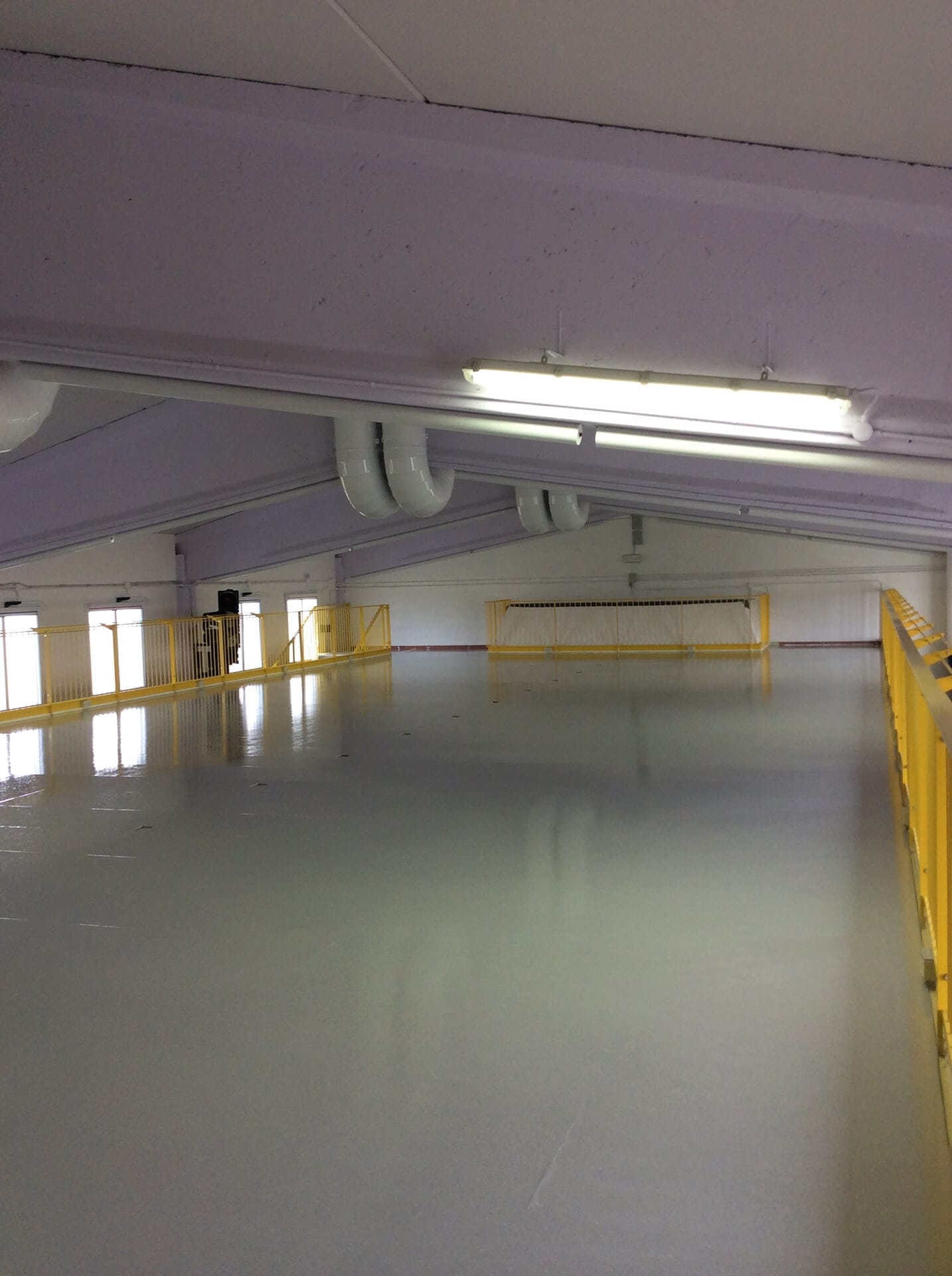 stesura resina pavimento capannone