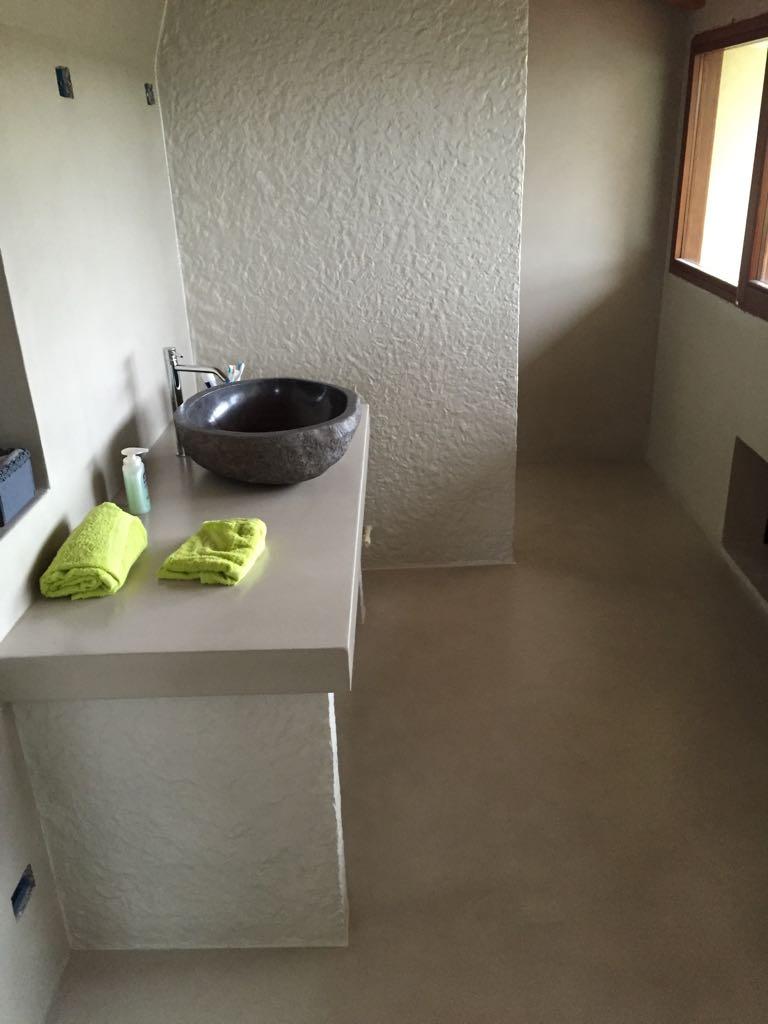 pavimento bagno in resina