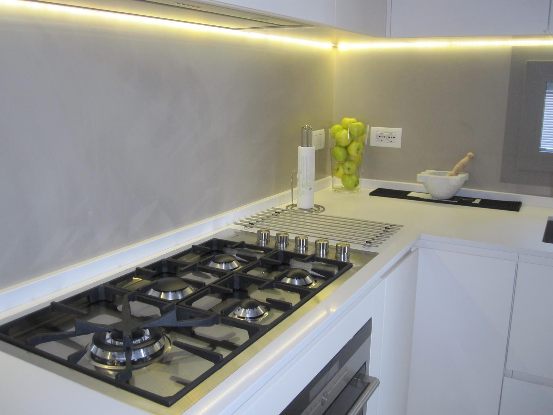 rivestimento pareti cucina in resina
