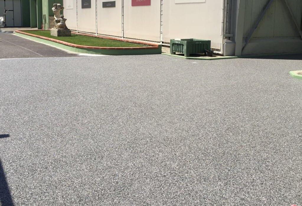 pavimentazione esterna con dry stone per piazzale azienda
