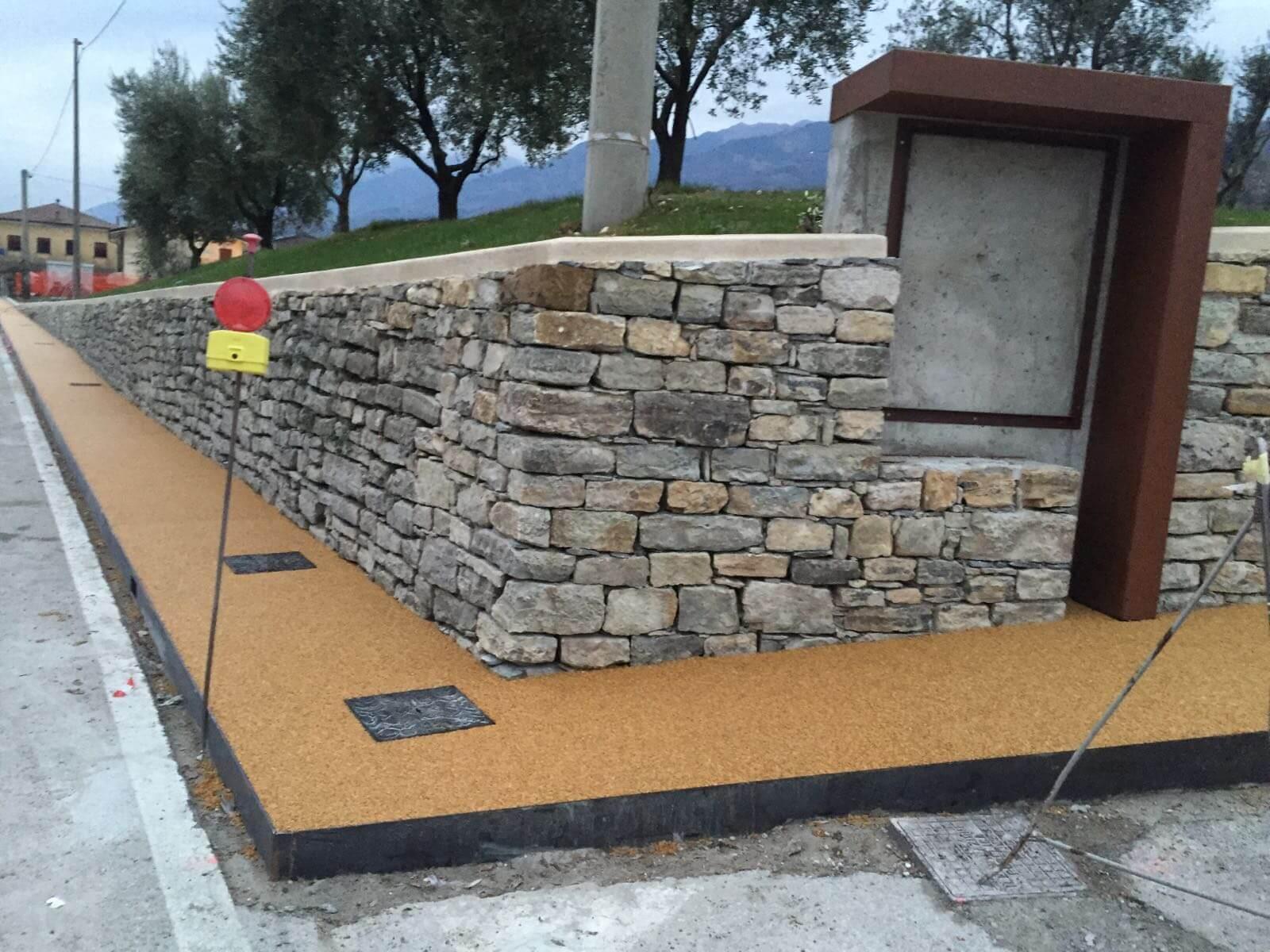 pavimentazione esterni in dry stone per marciapiede